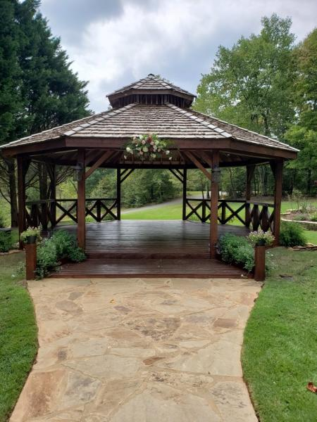 Gazebo with center flower piece