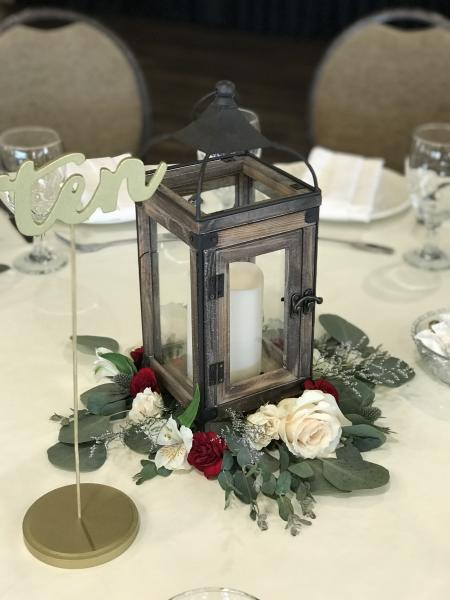 Lantern with Flower Ring
